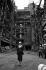 Margaret Thatcher (1925-2013), Premier ministre britannique, sur le site de la centrale électrique au charbon de Battersea, fermée 5 ans auparavant et devenue depuis un complexe de loisirs. Londres (Angleterre), 8 juin 1988. © PA Archive / Roger-Viollet