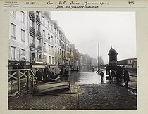Floods in Paris. Quai des Grands-Augustins (VIth arrondissement). Anonymous photograph (Criminal Records Office). January 1910. Paris, musée Carnavalet. © Musée Carnavalet/Roger-Viollet