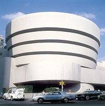 The Solomon R. Guggenheim Museum (Frank Lloyd Wright, architect, 1951) on the 5th Avenue. New York (United States). © Roger-Viollet