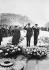 Guerre 1939-1945. Le général Charles De Gaulle et Winston Churchill saluant la tombe du Soldat inconnu à l'Arc de Triomphe, pendant les célébrations du 11 novembre 1944. Paris (VIIIème arr.). © LAPI/Roger-Viollet