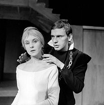 """Hamlet"", play by William Shakespeare. Jean-Louis Trintignant and Catherine de Seynes. Paris, Théâtre des Champs-Elysées, January 1960. © Studio Lipnitzki / Roger-Viollet"