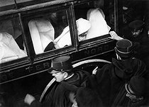 Separation of Church and State. Nuns evicted from the Hotel-Dieu. Paris 1908.   © Roger-Viollet