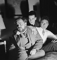 From left to right: Christian Bérard (1902-1949), French painter and set designer, Marcel Khill and Jean Cocteau (1889-1963), French writer. Paris, 1938. © Boris Lipnitzki / Roger-Viollet