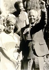 Nelson Mandela (1918-2013), homme politique sud-africain, à sa sortie de prison, avec son épouse Winnie Mandela (1936-2018), 1990. © TopFoto / Roger-Viollet