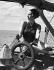 Femme tenant le gouvernail d'un voilier, 12 avril 1939.  © Cornelius/Ullstein Bild/Roger-Viollet