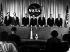 """Présentation des """"Mercury-Seven"""", les sept astronautes américain choisis pour le programme """"Mercury"""" de la NASA . De gauche à droite : Walter M. Schirra, Alan B. Shepard, Virgil I. Grissom, Donald K. Slayton, John H. Glenn, Malcolm Scott Carpenter, Gordon L. Cooper. 9 avril 1959. © Ullstein Bild / Roger-Viollet"""