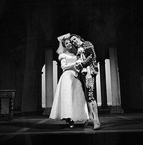 """Le Mariage de Figaro"" (The Marriage of Figaro), play by Beaumarchais. Direction: Jean Meyer. Jean Piat, Micheline Boudet. Paris, Comédie-Française, on October 6, 1962. © Studio Lipnitzki / Roger-Viollet"