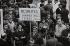 Evènements de Mai-Juin 68. Grève aux usines Citroën. Paris, 20 mai 1968. Photographie de Janine Niepce (1921-2007). © Janine Niepce / Roger-Viollet
