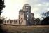 Le dôme détruit par la bombe atomique en 1945 dans le Parc de la Paix (1951-1952) d'Hiroshima. 1995. © Ullstein Bild/Roger-Viollet