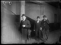 "Arrest of Emile Cottin, author of the assassination attempt on Georges Clemenceau (1841-1929), French politician. Paris, on February 19, 1919. Photograph published in the newspaper ""Excelsior"" on Thursday, February 20, 1919. © Excelsior – L'Equipe/Roger-Viollet"
