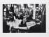 Lecture de France-Soir dans un restaurant 1900 à Saint-Germain-des-Prés. Paris (VIIème arr.), 1957. Photographie de Janine Niépce (1921-2007). Paris, musée Carnavalet. © Janine Niepce / Musée Carnavalet / Roger-Viollet