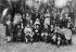 Les chansonniers de Montmartre dont Aristide Bruant (Aristide Louis Armand Bruand, 1851-1925), au centre. Paris, vers 1920. © Albert Harlingue/Roger-Viollet
