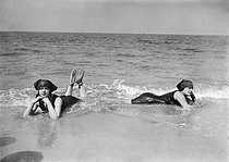 Swimmers. Deauville (France), August 1913. © Maurice-Louis Branger / Roger-Viollet