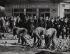 Evènements de Mai-Juin 68. Remise en état de la chaussée Boulevard Saint-Michel après les émeutes sous la protection de la police. Paris, mai 1968. Photographie de Janine Niepce (1921-2007). © Janine Niepce/Roger-Viollet