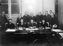 The Russian Constituent Assembly in Paris, after the Revolution of 1917. © Pierre Choumoff/Roger-Viollet