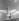"""Jeune femme portant une robe d'été et lançant un bouquet de fleurs en l'air, vers 1936. Photographie de Regina Relang (1906-1989), publiée dans le magazine """"Die Dame"""". © Regina Relang/Ullstein Bild/Roger-Viollet"""