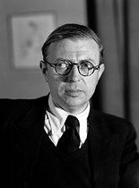 Jean-Paul Sartre (1905-1980), French philosopher and writer, in 1947. © Henri Martinie / Roger-Viollet