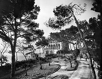 La Réserve restaurant and its gardens, on the road to the Corniche. Marseilles (France), circa 1900. © Neurdein/Roger-Viollet