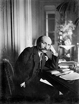 Edmond Rostand (1868-1918), French poet and dramatist, in 1905. © Neurdein/Roger-Viollet