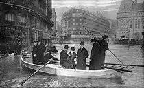Seine flood. Rue Saint-Lazare. Paris, January 1910. © Neurdein/Roger-Viollet