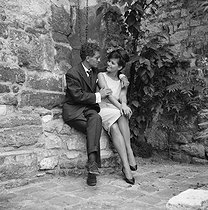 "Shooting of ""Les lions sont lâchés"", film by Pierre Gaspard-Huit (1957), after the novel by Nicole (1955). Darry Cowl and Claudia Cardinale. France, on June 24, 1957. © Alain Adler/Roger-Viollet"