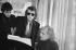 """Léo Ferré (1916-1993), auteur-compositeur-interprète, Johnny Hallyday (1943-2017), chanteurs français et Jacques Dorfmann (né en 1945), producteur, lors de la préparation de la musique du film """"L''Albatros"""" de Jean-Pierre Mocky. France, 1971. © Geneviève Van Haecke / Roger-Viollet"""