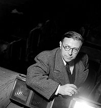 "Jean-Paul Sartre (1905-1980), French philosopher and playwright, during a rehearsal of his play ""La Putain respectueuse"". Paris, Théâtre Antoine, 1946. © Boris Lipnitzki/Roger-Viollet"