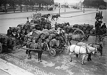 World War I. Wine provisions in anticipation of the war. Paris, July 1914. © Maurice-Louis Branger / Roger-Viollet