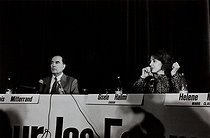 "Press conference of the feminist movement ""Choisir"" with François Mitterrand (1916-1996), French politician running for the presidency, and Gisèle Halimi (1927-2020), French lawyer, feminine activist and essayist. Paris, 1981 Photograph by Janine Niepce (1921-2007). © Janine Niepce / Roger-Viollet"
