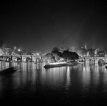 Paris Ist district. The Pont-Neuf and the square of the Vert-Galant illuminated for the visit of the queen Elisabeth II of England. April 1957. © Roger-Viollet
