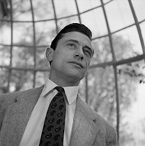 January 4, 1920: (100 years ago) Birth of Robert Lamoureux (1920-2011), actor and French director