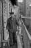 Immigré yougoslave à Belleville. Paris (XXème arr.), 1966. Photographie de Léon Claude Vénézia (1941-2013). © Léon Claude Vénézia/Roger-Viollet