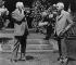George Eastman (1854-1932), industriel américain et fondateur de l'entreprise Kodak, photographiant son ami Thomas Edison (1847-1931), inventeur américain, avec un appareil-photo Kodak, 1928. © Ullstein Bild / Roger-Viollet