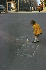 Petite fille jouant à la marelle boulevard Beaumarchais. Paris (IIIème arr.), années 1970. Photographie de Léon Claude Vénézia (1941-2013). © Léon Claude Vénézia/Roger-Viollet