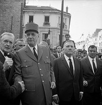 General De Gaulle and Alexandre Sanguinetti, minister for War Veterans (right) in Verdun (Meuse), attending the commemorative ceremony for the 50th anniversary of the Battle of Verdun. May 1966.      © LAPI/Roger-Viollet