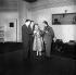 """Giulietta Masina lors de l'enregistrement de la musique du film de Federico Fellini """"La Strada"""". Paris, mars 1955.  © LAPI/Roger-Viollet"""