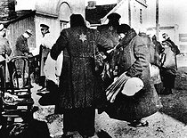 World War II. Roundup of Jews in the Warsaw Ghetto (Poland). © Roger-Viollet