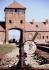 Voies ferrées menant au camp de concentration Auschwitz. Pologne, 14 septembre 2004. © Ullstein Bild/Roger-Viollet