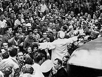 Pope Pius XII (1876-1958) in the middle of the crowd, during the bombing of the Saint Lawrence basilica, in Rome, and of the nearby popular district, July 1943.  © Roger-Viollet