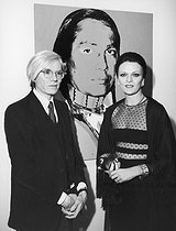 "Andy Warhol (1928-1987), American artist, with Mrs Sackler during the private viewing of the exhibition ""The American Indian Series"" at the Ace Gallery. Paris, 1976. © Jack Nisberg / Roger-Viollet"