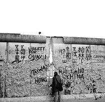 Slogans for the freedom in China writen after the fall of the Wall of Berlin. West Berlin, April, 1990. © Roger-Viollet