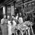 Arrivée du premier gibier de la saison aux Halles de Paris. 7 septembre 1953. © Roger-Viollet
