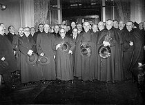 Arrival at the Lyon station of the French cardinals who took part in the conclave for the election of Pie XII. From left to right: Suhard, Verdier, Baudrillart, Liénart and the nuncio Valerio Valeri. Paris, March 14,1939.     © LAPI / Roger-Viollet