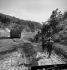 Guerre d'Indochine. Détachement de la Légion étrangère avançant sur une route dans une région tenue par le Vietcong. © Rikli Martin / Roger-Viollet