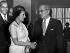 Mme Indira Gandhi, Premier ministre en Inde serrant la main d'U.Thant, Secrétaire général de l'ONU. New York, le 5 avril 1966. © TopFoto / Roger-Viollet
