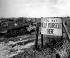 Guerre 1939-1945. Zone de décharge pour les chars, les armes et les véhicules alliés endommagés lors des batailles menés en Normandie. Une pancarte annonce que les soldats peuvent se servir pour récupérer des pièces de rechange. France, juillet 1944. © TopFoto / Roger-Viollet