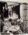 """""""Porte d'Asnières, cité Trébert"""", Paris (XVIIème arr.), 1901. Photographie d'Eugène Atget (1857-1927). Paris, musée Carnavalet. © Eugène Atget / Musée Carnavalet / Roger-Viollet"""