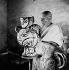 Pablo Picasso (1881-1973), peintre, graveur, sculpteur et céramiste espagnol, dans son atelier. Vallauris (Alpes-Maritimes), vers 1950. © Boris Lipnitzki/Roger-Viollet