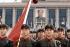 Soldats chinois défilant devant le portrait de Mao Zedong. Pékin, 1973. © Jacques Cuinières / Roger-Viollet