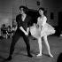 Rudolf Noureïev (1938-1993), danseur russe, et Margot Fonteyn (1919-1991), danseuse britannique, lors de répétitions, 1964. Photographie de Jane Bown (1925-2014). © Jane Bown / TopFoto / Roger-Viollet